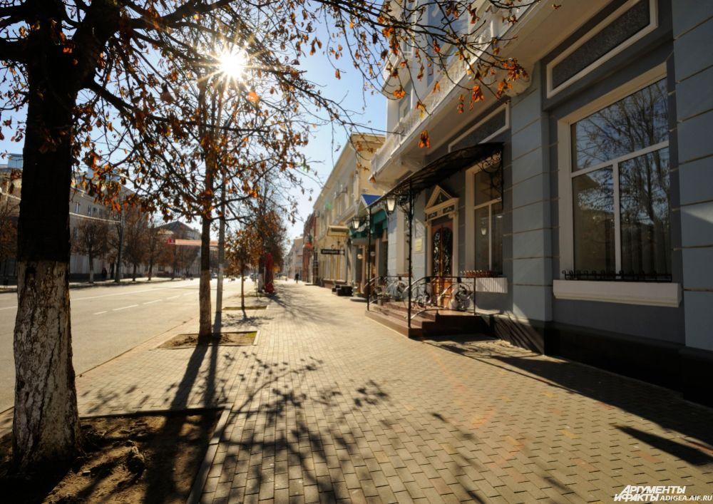 Столица Адыгеи, Майкоп - солнечный город даже осенью.