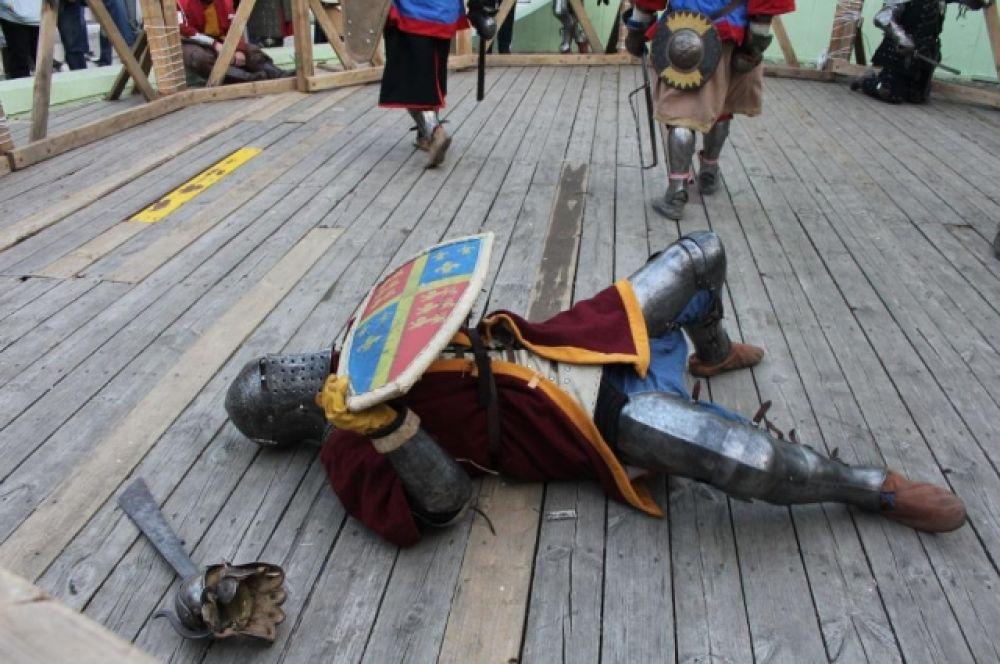 Турнир «Меч Дона» проводится на стальном спортивном оружии в исторических средневековых доспехах.