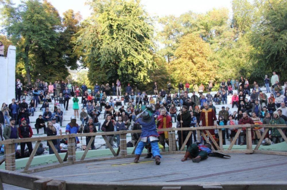 Бои собрали много зрителей и фанатов этого вида спорта.
