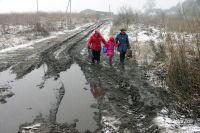 Жители тысяч населённых пунктов России отрезаны от нормальной жизни подобным бездорожьем.