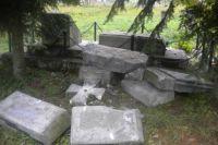 Разрушенный памятник