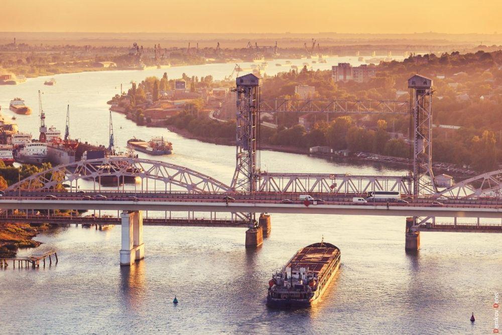 Янтарные краски обновили Ростов этой осенью.