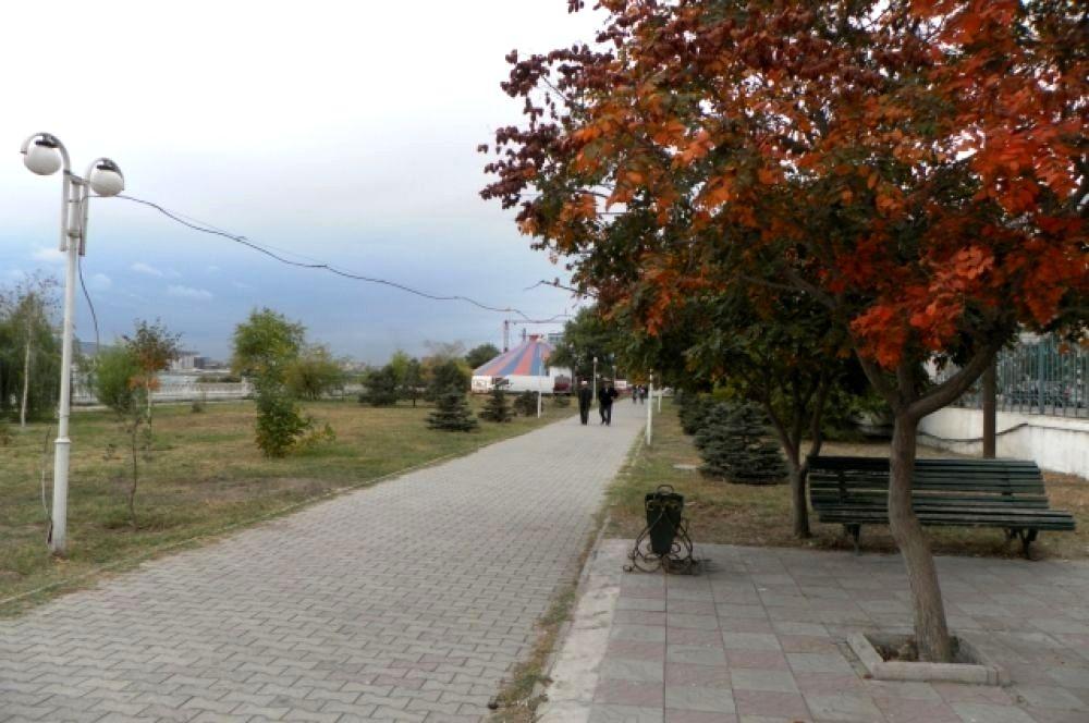 Осенью в Махачкале небо особенно синее, а воздух свежий.