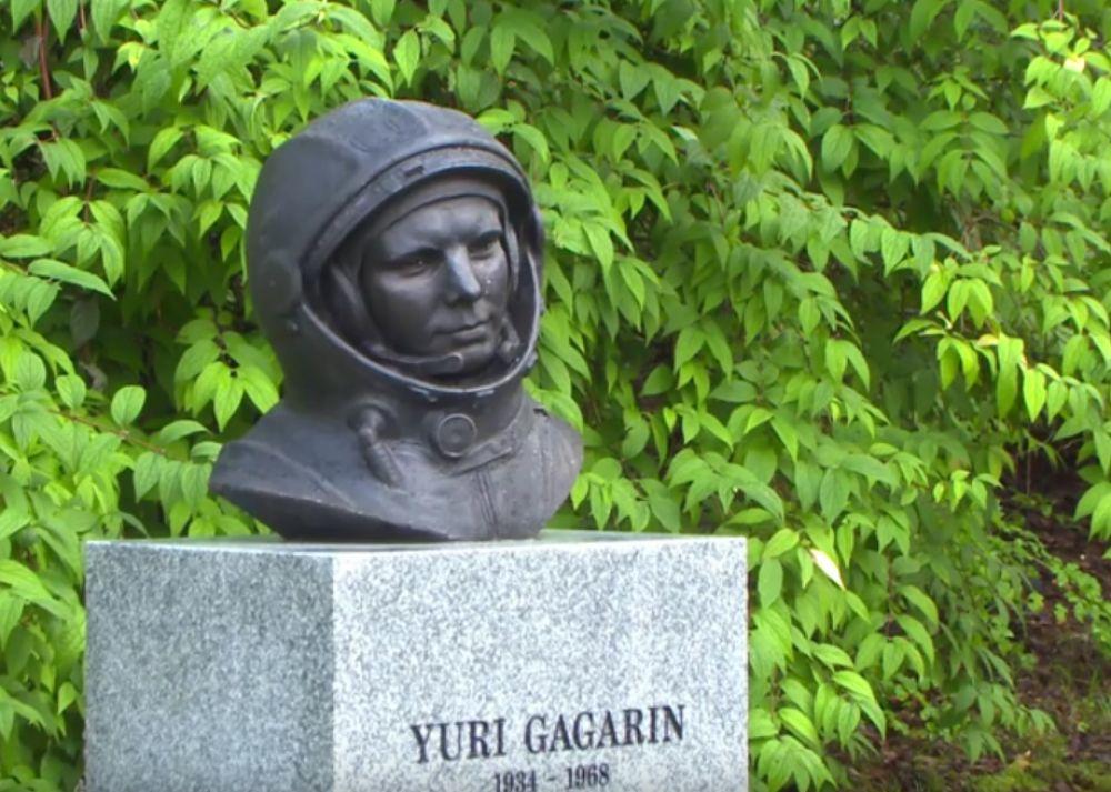 В сентябре памятник космонавту пояился в норвежском городе Бергене, который сам космонавт посетил в 1964 году. Примечательно, что на церемонии присутствовал один из местных жителей, который лично встречался с Гагариным.