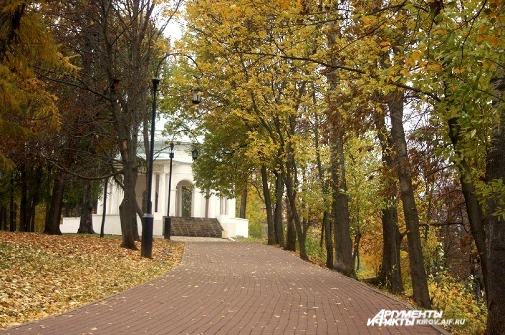 С наступлением осени Киров окрасился сочными яркими красками.