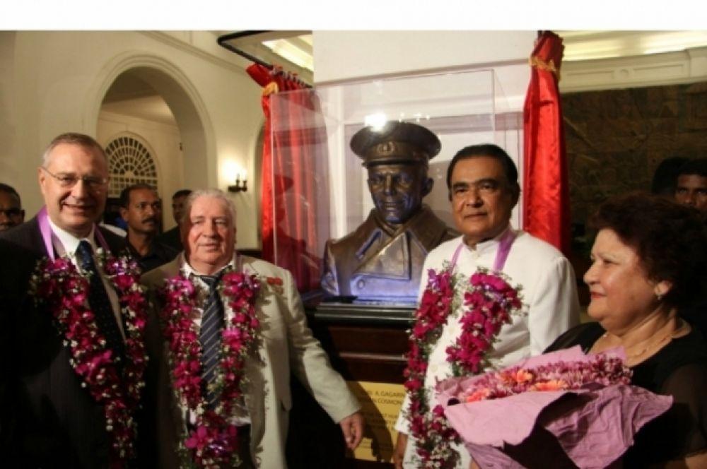 В 2011 году бюст Юрия Гагарина, автором которого также стал Церетели, был установлен в Посольстве России в Шри-Ланке. Его открыли к 50-летию первого полета человека в космос.