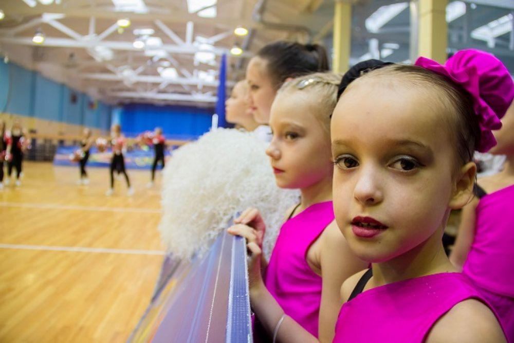 На родине чирлидинга, в США, свою группу поддержки обязана иметь каждая, даже школьная, спортивная команда.