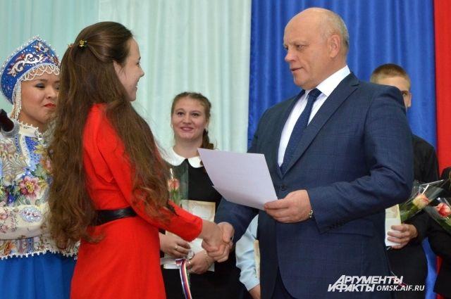 В число награждённых вошли 50 учеников.