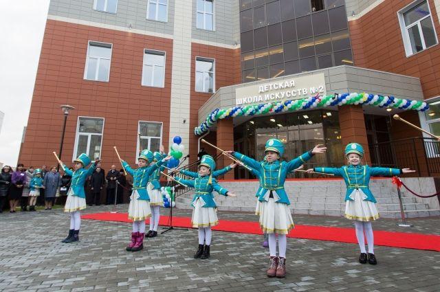 ВСургуте торжественно открыли детскую школу искусств