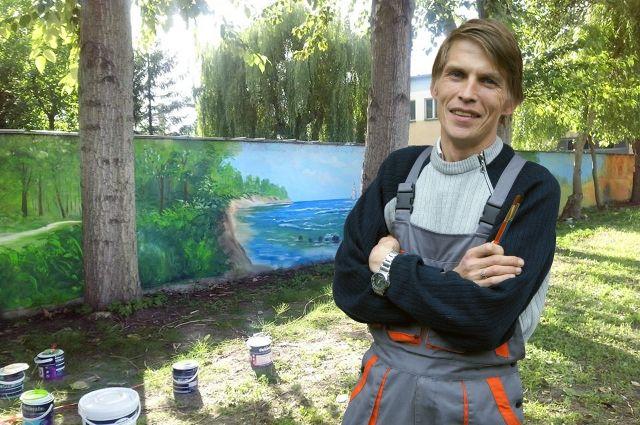Житель Светлогорска художник-самоучка Андрей Турицын нарисовал картину площадью 98 квадратных метра за семь часов.