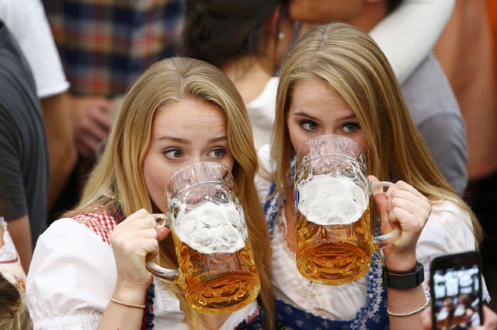 К участию в фестивале допускаются только пивоваренные компании из Мюнхена, которые варят для него специальное октоберфестовское пиво с содержанием алкоголя 5,8–6,3%.