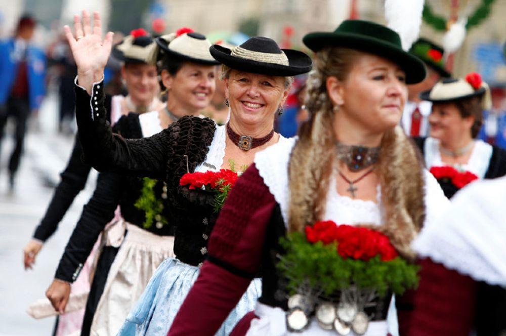 С 1946 по 1948 год праздновался лишь «Осенний праздник». Был запрещен розлив настоящего «октоберфестовского пива», посетителям приходилось довольствоваться разрешенным слабоалкогольным.
