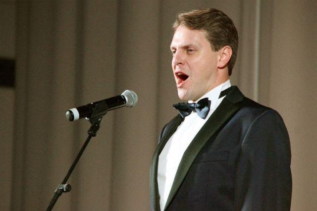 Концерт Ивана Ожогина прошёл при аншлаге, и певца трижды вызывали на бис.