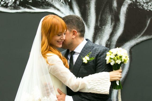 Украинская эстрадная певица вышла замуж за предпринимателя: появились первые фото сосвадьбы