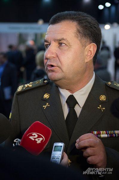Степан Полторак тоже побывал на выставке «Оружие и безопасность». У журналистов не обошлось без вопросов связанных с поставкой новой техники в АТО