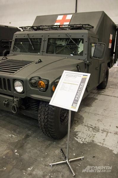 А это бронированный санитарно-эвакуационный автомобиль переднего края с баллистической защитой ПЗСА-3