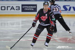 Хоккеист останется в омском клубе до конца сезона.