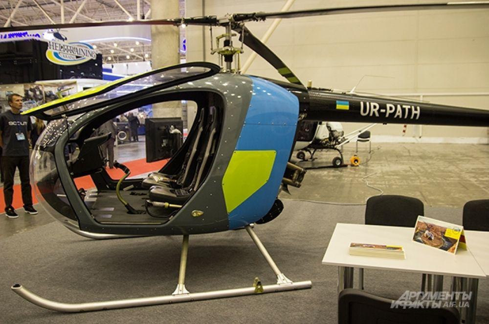 Помимо оружия, оборонных сооружений и различных боевых транспортных средств можно было наблюдать вот такие вертолеты украинского производства