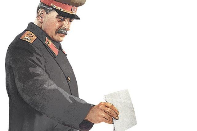 Решать нужен ли памятник Сталину нужно на референдуме.