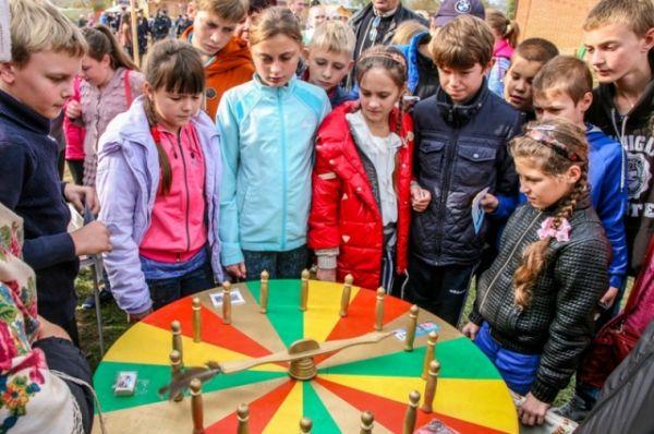 У детей просто глаза разбегались от разнообразия игр и веселых занятий.