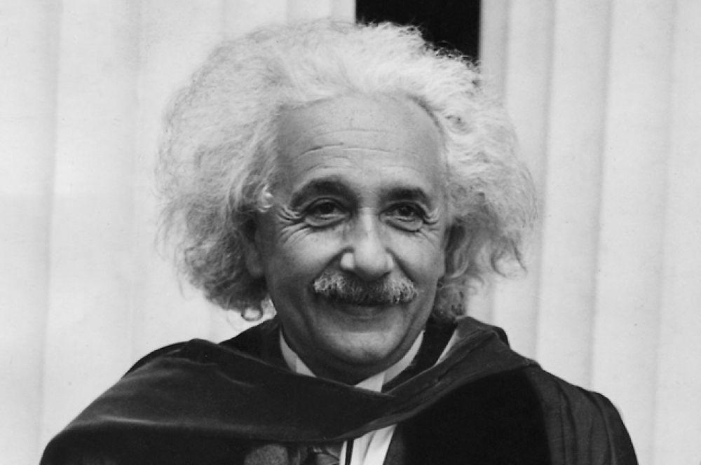 9 место: Альберт Эйнштейн. Умер в 1955-м, доход в 2016 году —$11,5 млн.