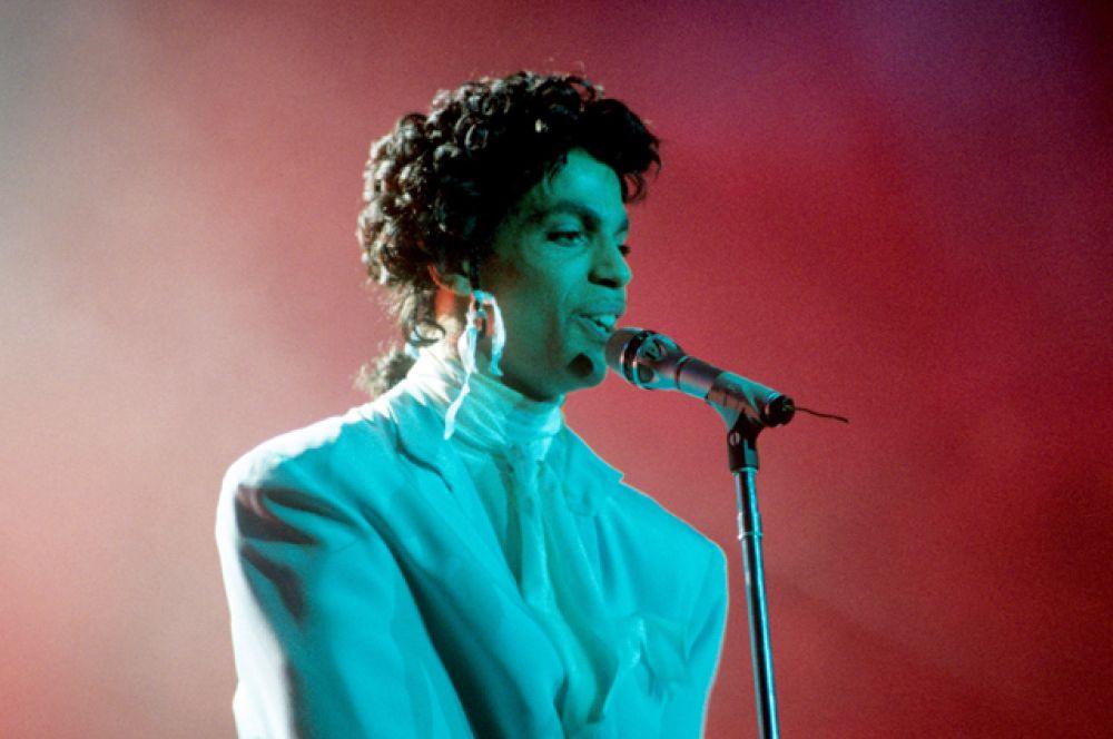 5 место: певец Принс. Умер в апреле этого года, доход в составил $25 млн.