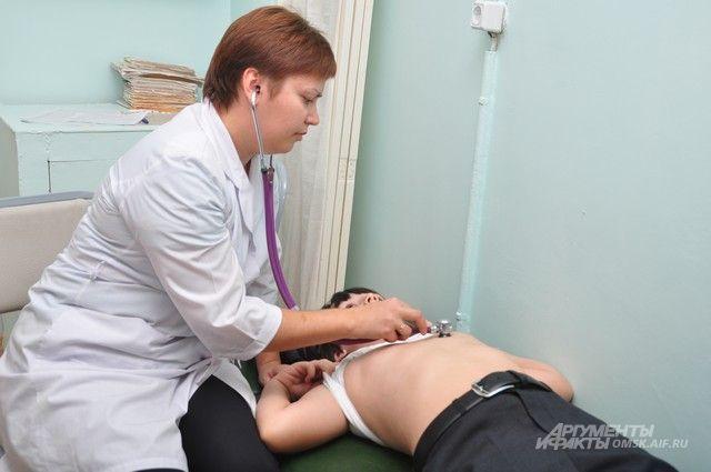 Пациент проходил осмотр перед отъездом в летний лагерь.