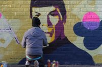 Активисты закрасят краской все номера телефонов торговцев спайсом.