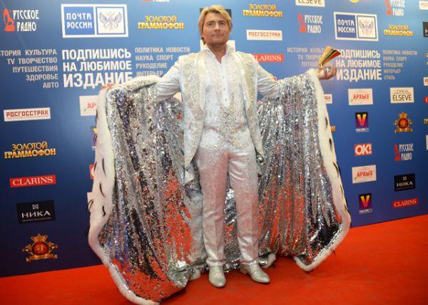 4 место: певец Николай Басков на юбилейном шоу «Русское Радио. 20 лет. Легендарные хиты Золотого Граммофона» в Москве, 2015 год.