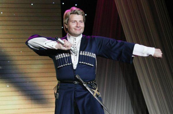 10 место: певец Николай Басков выступает на церемонии награждения победителей VIII Международного конкурса журналистов «Золотое перо» в Государственном театрально-концертном зале в Грозном, 2013 год.