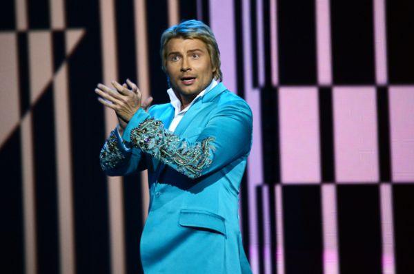 7 место: Николай Басков, получивший приз «За вклад в музыкальное искусство», на церемонии вручения премии музыкального телеканала MUSICBOX в Государственном Кремлевском дворце в Москве, 2013 год.