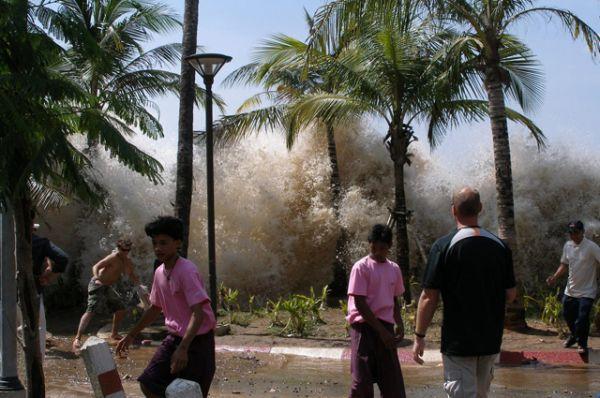 2 место: землетрясение в Индийском океане в 2004 году, уже упоминавшееся в пункте 7, привело в Индонезии к гибели 165 708 человек.