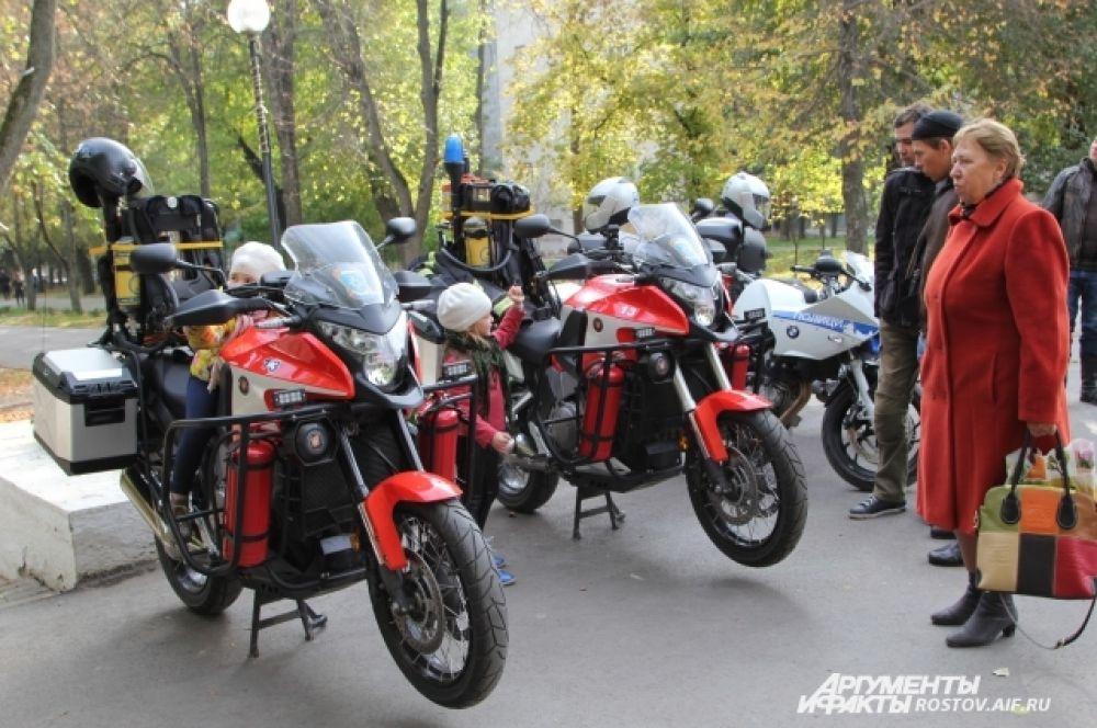 Демонстрировали своих «железных» коней не только байкеры, но и службы МЧС, полиции.