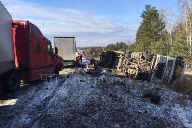 Шансов выжить в этой аварии у водителя фуры не было.