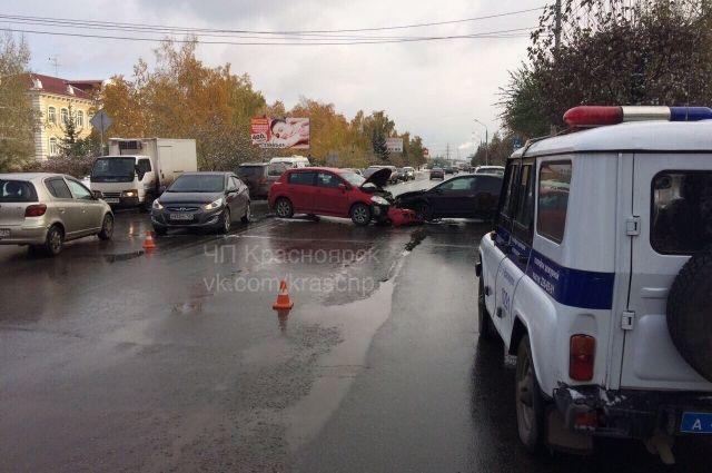 Множество мелких аварий спровоцировали заторы.