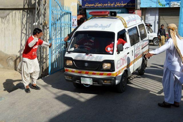 ВПакистане столкнулись два автобуса, 30 погибших