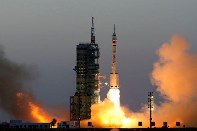 Впервый раз корабль састронавтами «Шэньчжоу-11» запустит КНР