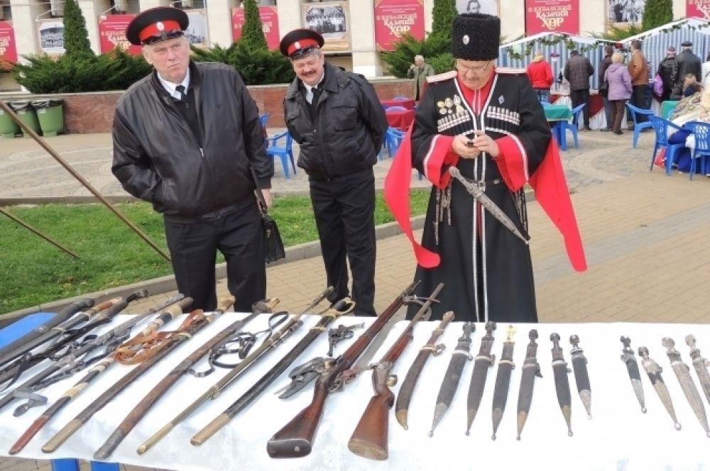 Образцы казачьего оружия.