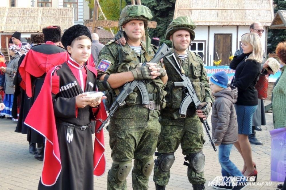 На празднике было много воспитанников казачьих классов и кадетских корпусов.