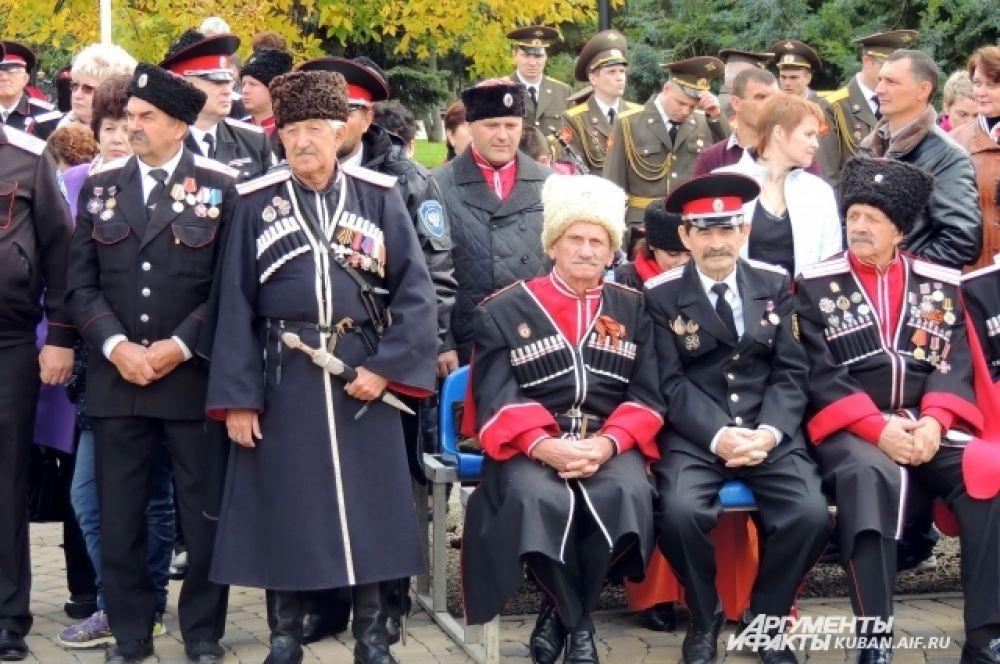 На празднике можно было увидеть самые разные образцы казачьей формы.