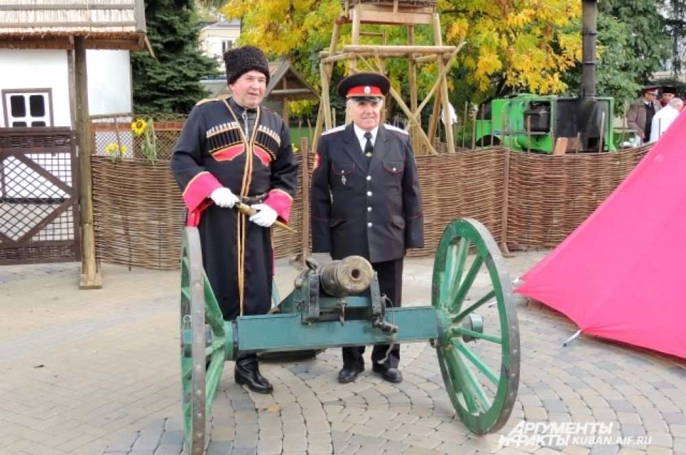 Выставку вооружений устроили на Пушкинской площади.