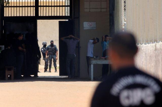ВБразилии заключенные убежали изтюремной психбольницы