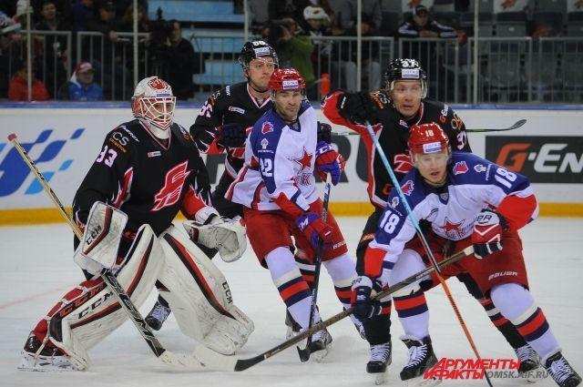 Экс-авангардовец Попов впервые забросил шайбу в омские ворота.