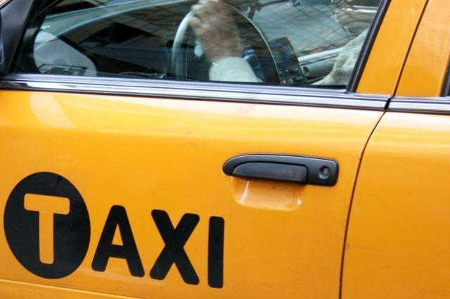 ВОмске ночью пассажиры проломили голову таксисту иугнали его машину