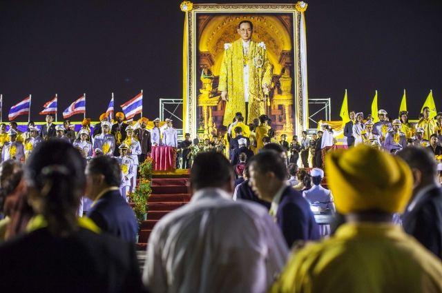 Таиланд просит заблокировать 120 оскорбляющих монархию интернет-ресурсов истраниц в социальных сетях