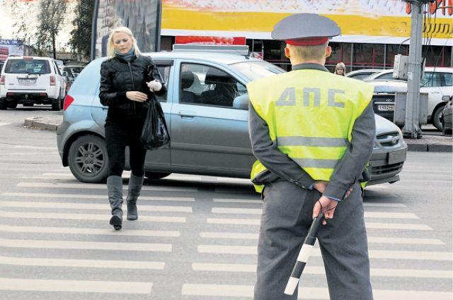 В преимущество пешеходов на «зебре» верят не все водители, поэтому сотрудники ГАИ будут их контролировать.