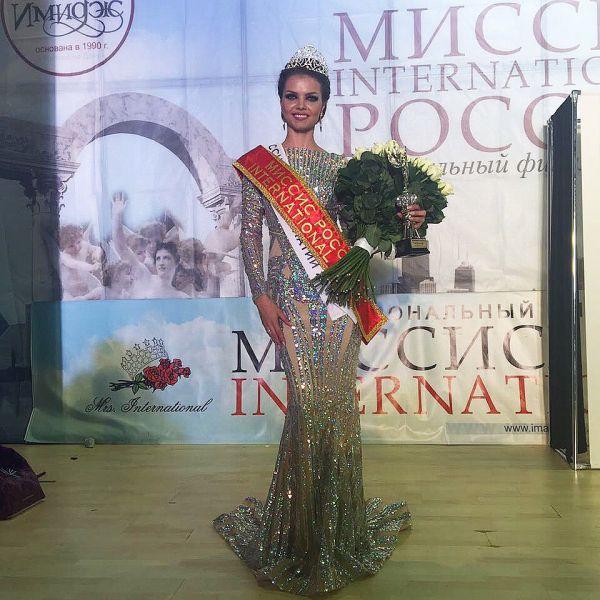 Жюри долго совещались и в итоге повторило опыт 2012 года, когда аналогично были определены две победительницы. Нунэ стала одной из двух обладательниц титула «Миссис Россия International 2016».