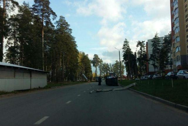 ВДимитровграде автомобилист снес световую опору. Пострадала 5-летняя девочка
