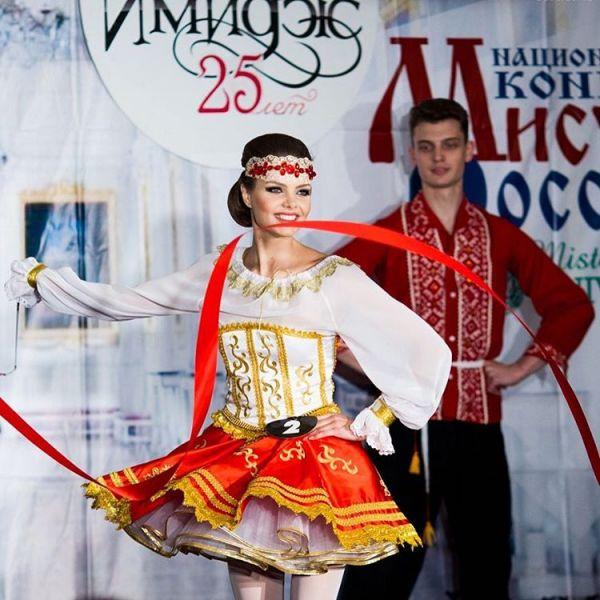 Продемонстрировать свои творческие способности участницы смогли на конкурсе талантов. Ростовчанка Нунэ Кобяцкая появилась на сцене в миниатюрной карете исполнив на пуантах хореографическую композицию «Боярские забавы».