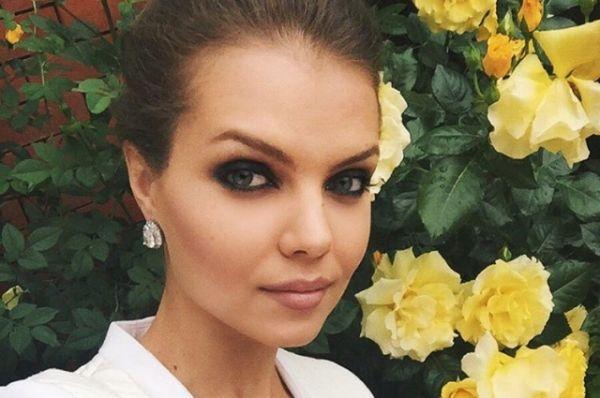Родилась девушка в Армении, а её необычное имя в переводе на русский язык означает - цветок.